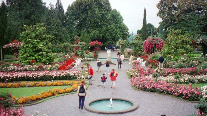 Insel_Mainau_tourists